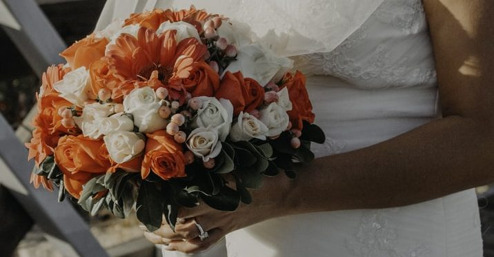 Know How You Can Make Floral Arrangements and Bouquets on Your Wedding