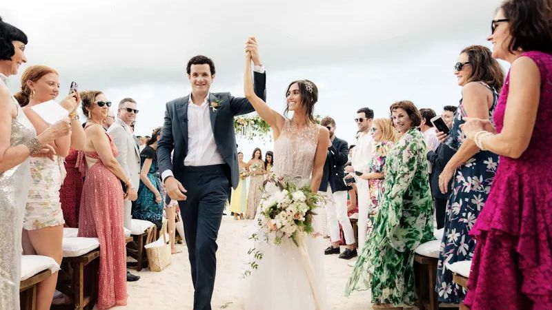 Posing Tips for New Couples to Look Perfect In Their Wedding Photos